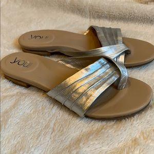 YOU by Crocs silver cross toe sandal size 9